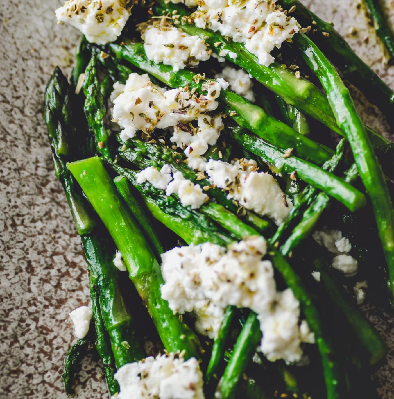 Grilled asparagus with Anthotyro cheese